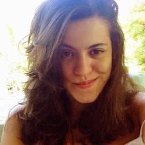 Ana Júlia, 24 anos, dei um rolê em Direito por alguns anos pra vir me encontrar no Jornalismo e na Educação. Capricorniana porém regida por muito ar, feminista, cinéfila, apaixonada por música brasileira e por cantar o meu ser.