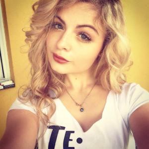 Letícia Sabbag tem 20 anos, é estudante de Jornalismo e pratica pole dance há 10 meses.